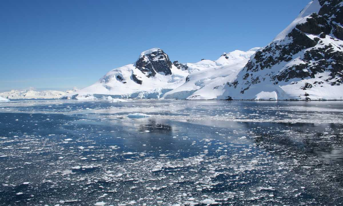 AM_3_AM_ALL_Ice blue antarctica