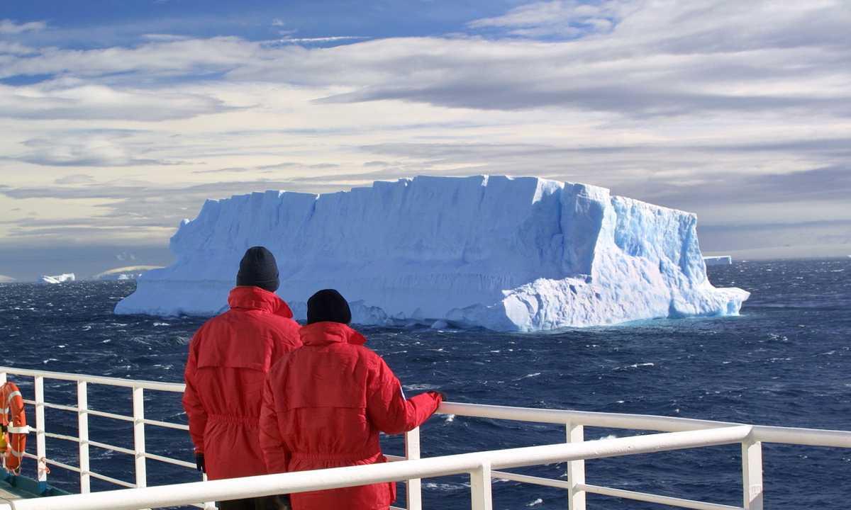 SHU_3_SHU_ALL_Antarctica January iceberg-e