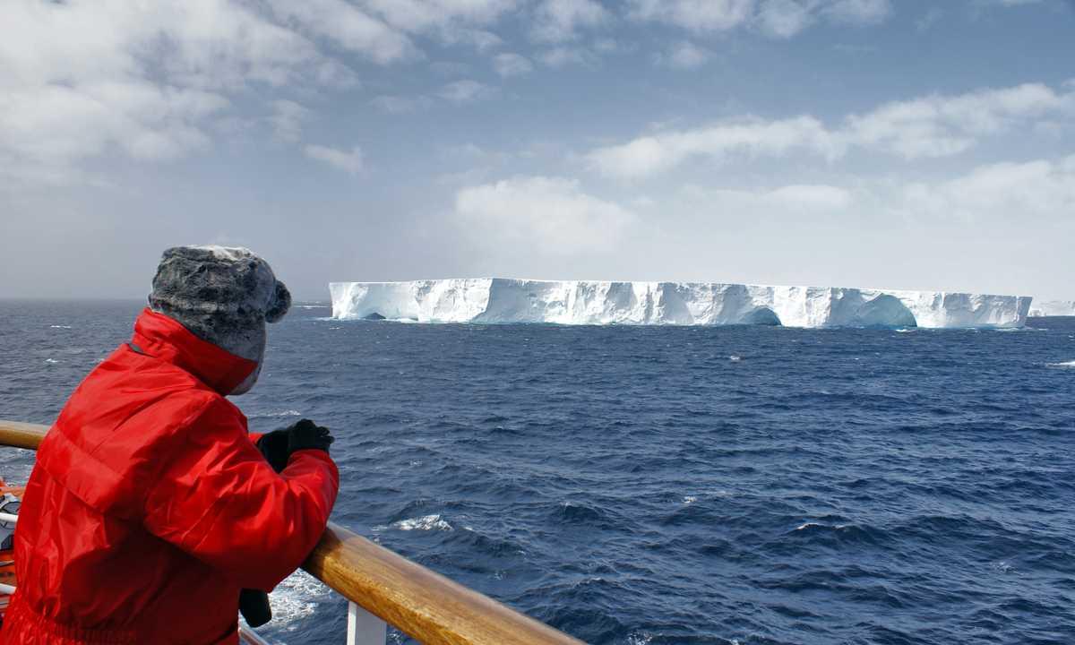 SHU_3_SHU_ALL_passenger-deck-iceberg