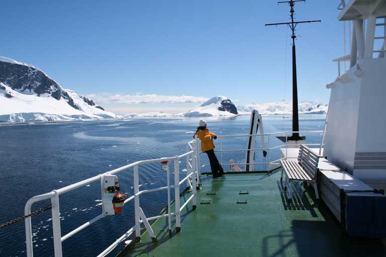 AM_3_AM_ALL_Antarctica ship landscape