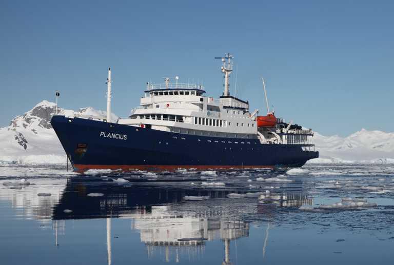 OCE_3_Joerg-Ehrlich_RTD_Plancius-in-Antarctica2