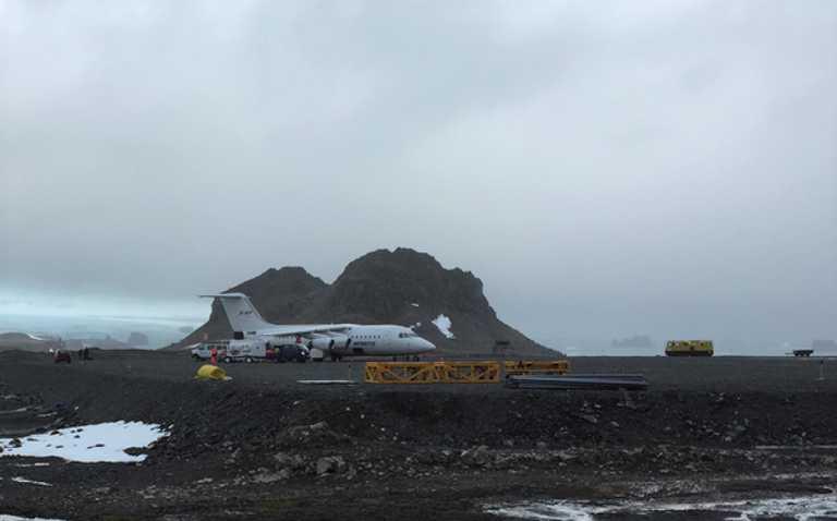 SW_3_Alex_Mudd-ALL_plane-bad-weather-e